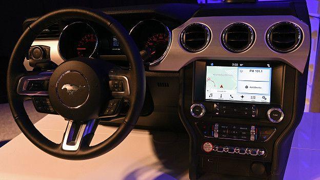 Las compañías automotrices están desarrollando sus propios sistemas operativos para conectar a sus vehículos con redes inteligentes